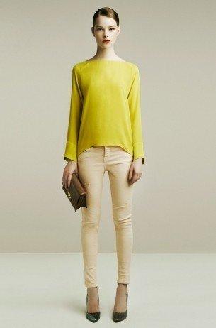 Una maglia non troppo aderente camuffa la mancanza di punto vita.