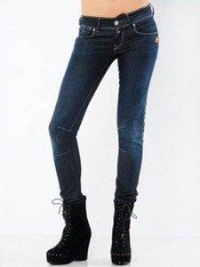 Gli skinny jeans sono perfetti per le donne dal fisico a rettangolo.