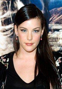 Un esempio famoso di viso allungato è dato dal viso di Liv Tyler.