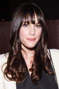 Se hai un viso rettangolare non dimenticarti della frangia: sarà perfetta per completare il tuo taglio di capelli.