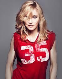Un taglio di capelli di media lunghezza: ecco la scelta migliore per chi ha un viso a diamante come Madonna.