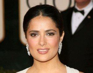 Un viso quadrato è caratterizzato da una mascella piuttosto pronunciata: il taglio di capelli perfetto non può non tenerne conto.