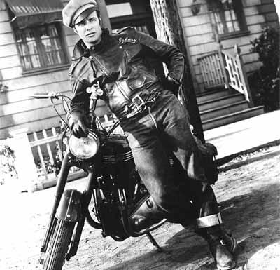 Ecco Marlon Brando che indossa il chiodo.
