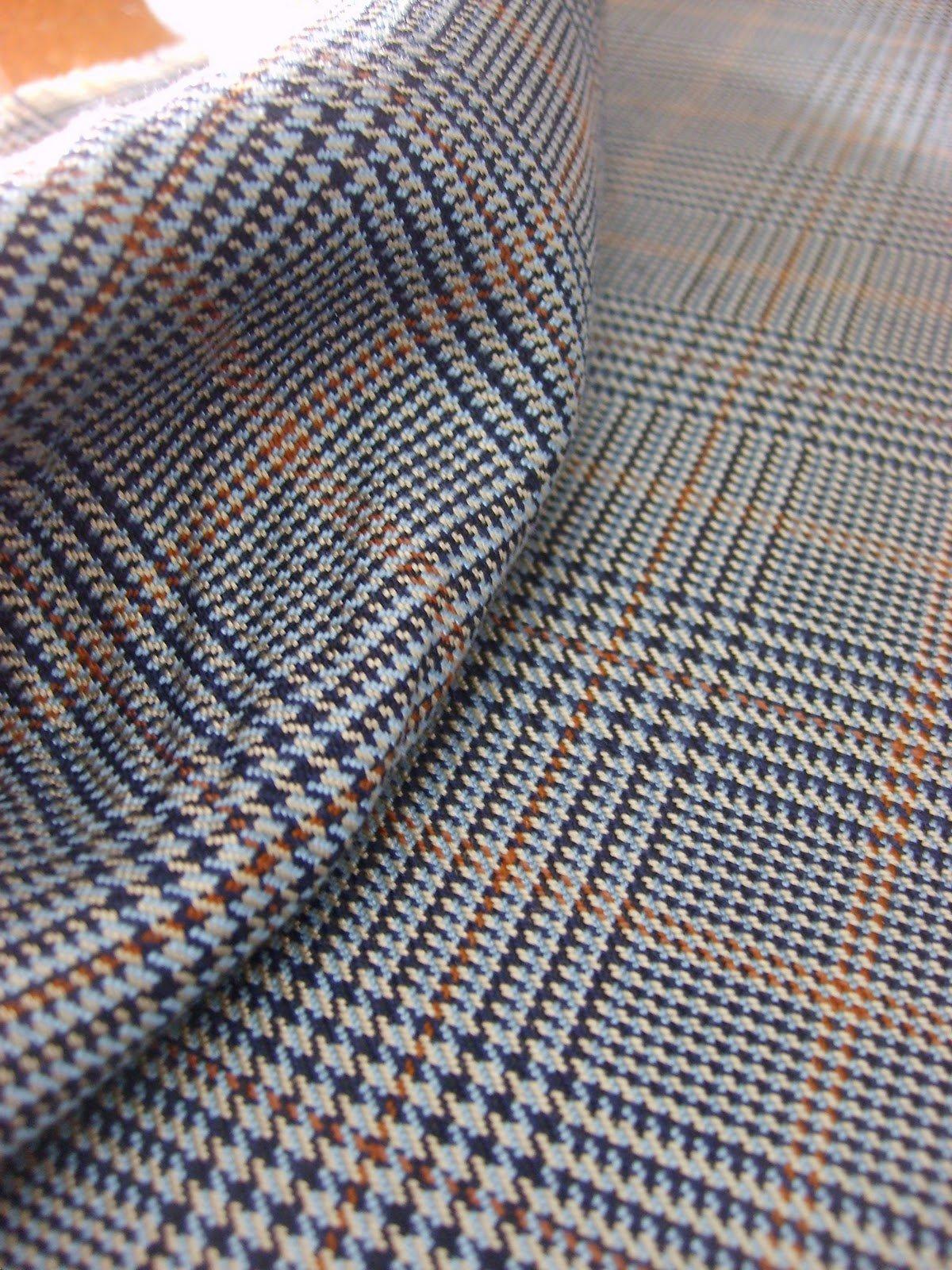 Tessuto principe di Galles in cui oltre ai classici bianco e nero è presente anche il beige.