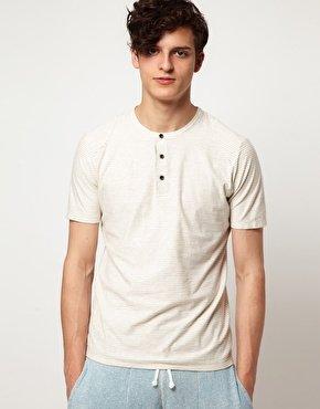 """Ecco un tipico esempio di """"maglia modello serafino""""."""