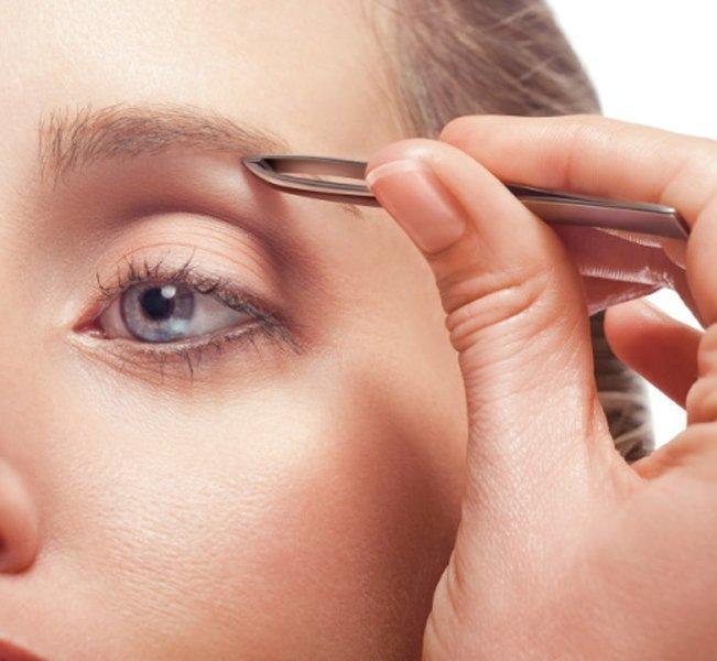 Avere sopracciglia curate è fondamentale per un viso armonioso