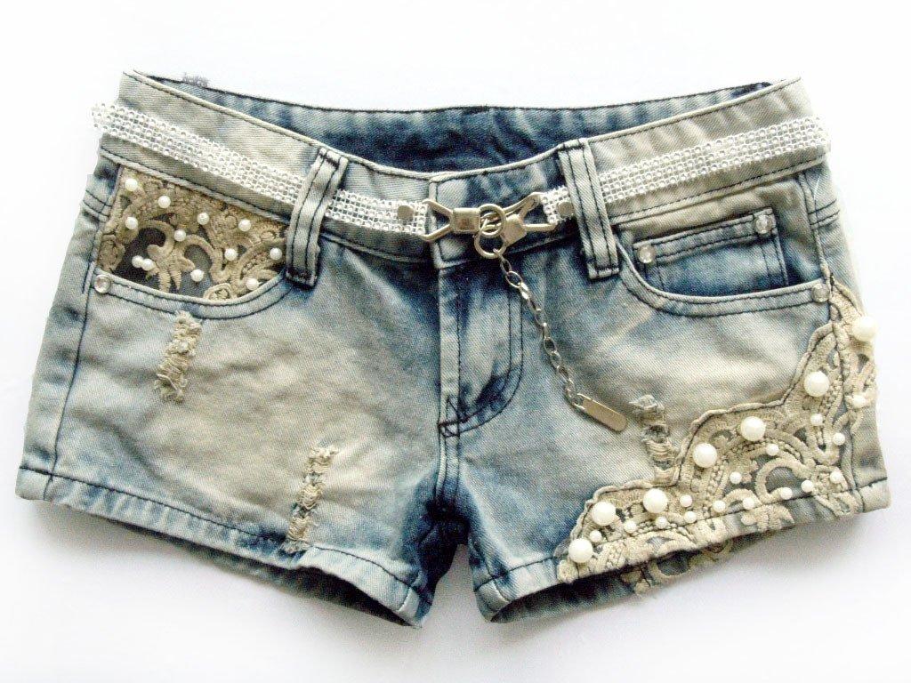 Shorts con applicazioni in pizzo, perfetti per un concerto pop