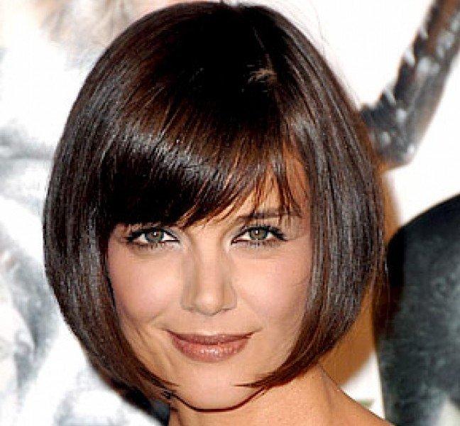 Trucco naso lungo - Per i capelli opta per un carré alla Katie Holmes