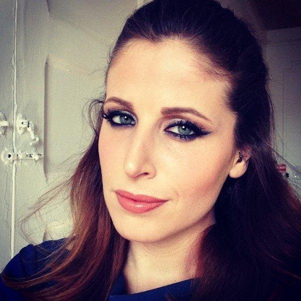 Un make up realizzato sapientemente aiuta a correggere la palpebra cadente