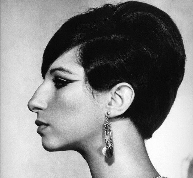 Trucco naso aquilino - Barbra Streisand presenta il tipico naso aquilino