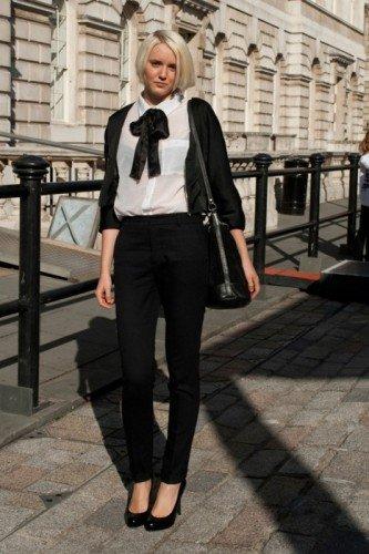 Outfit teatro per lei - Se devi andare ad una pomeridiana un pantalone a sigaretta ed una camicetta andranno benissimo