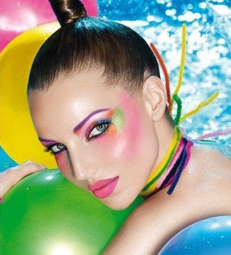 Makeup piscina - In piscina sarebbe meglio evitare il make up, ma se proprio non riesci a rinunciare ecco qualche consiglio!