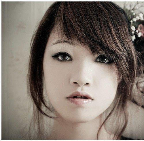 Make up per donna asiatica - Le donne asiatiche si caratterizzano per la forma a mandorla dei loro occhi e per gli zigomi poco prominenti