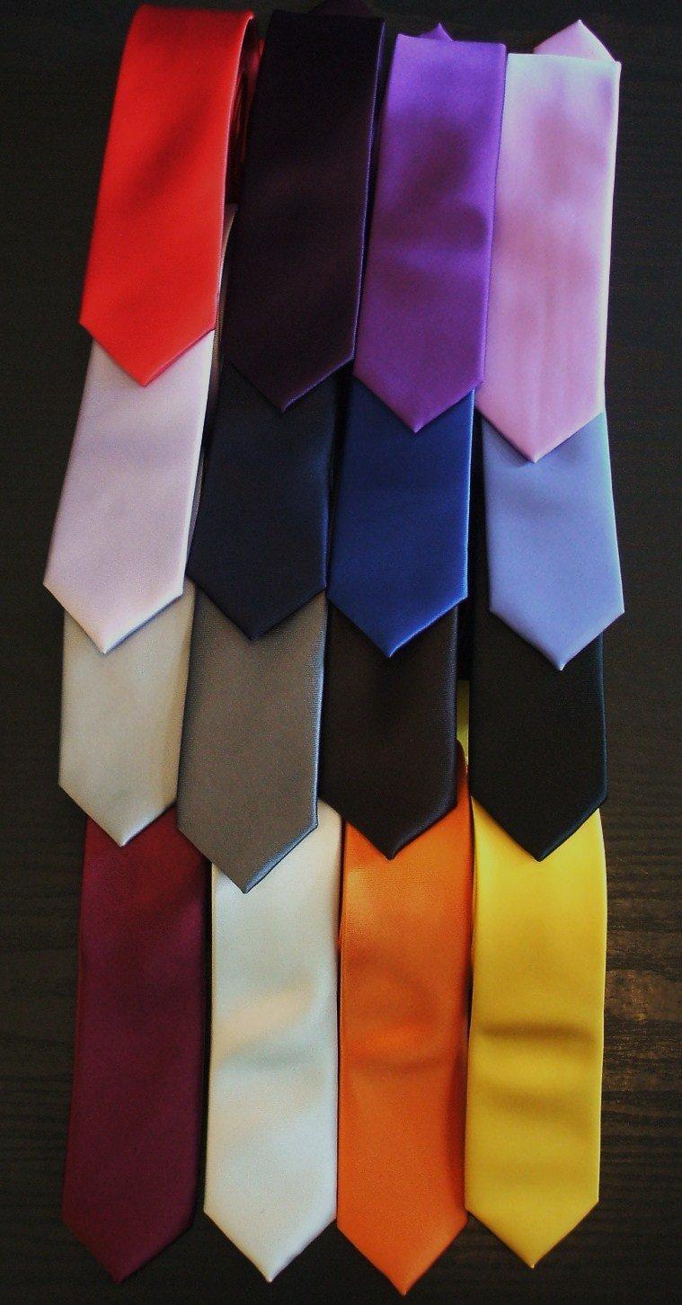 Nella scelta della tua cravatta affidati al tatto e alla vista: bada quindi bene a materiali e colori.