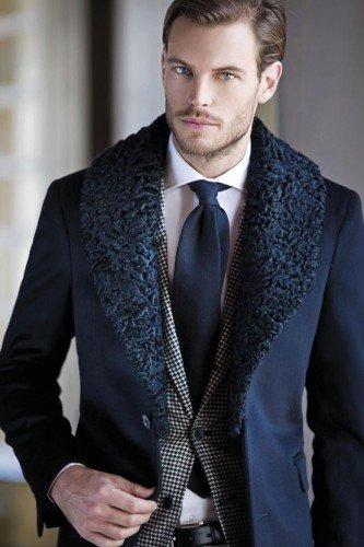 Outfit teatro uomo - L'abito scuro è richiesto solo qualora tu vada ad una serata di gala o ad una prima.