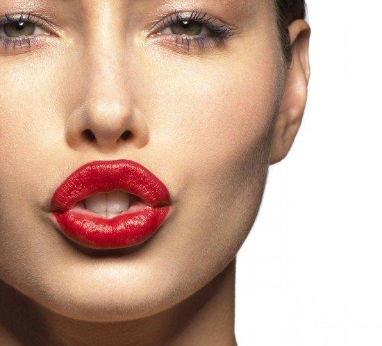 Quando applichi il rossetto rosso fai in modo che il make up occhi sia molto delicato