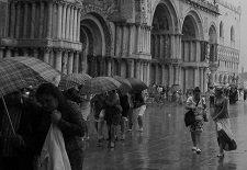 come vestirsi pioggia uomo