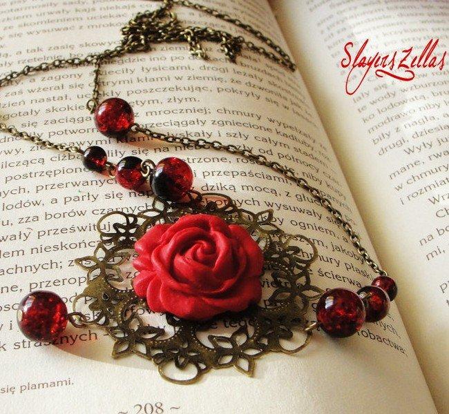 Sbizzarrisciti: collane color bronzo con charm romantiche di questi tempi vanno per la maggiore