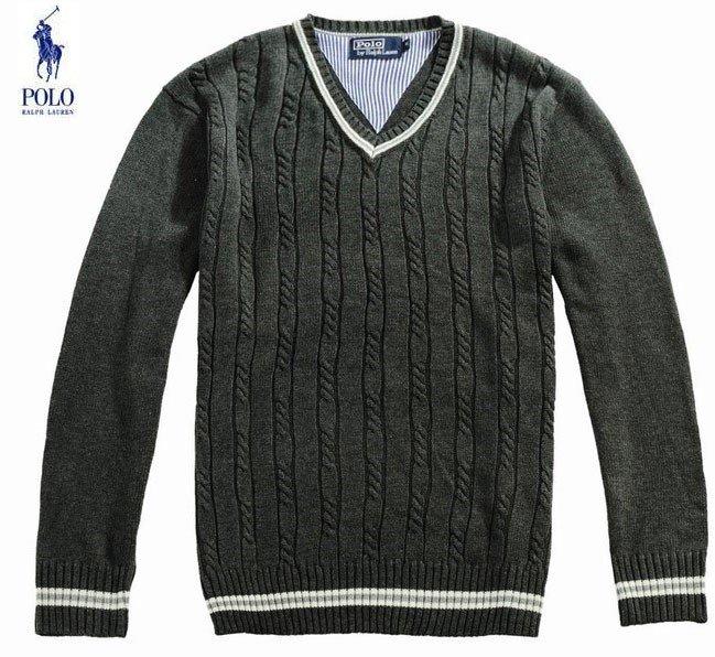 come-mi-vesto-per-una-cena-romantica-consigli-per-lui - Un'ottima alternativa alla camicia è invece rappresentata dal maglione