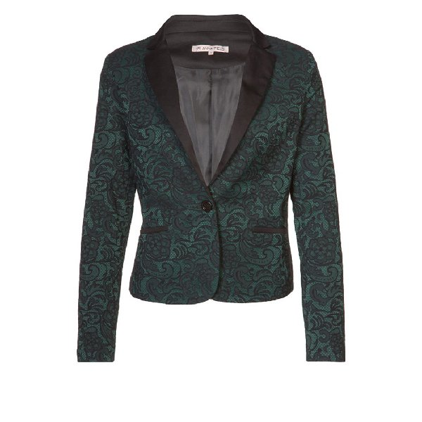 come-si-deve-vestire-una-donna-clessidra-in-inverno - Le giacche più adatte per una donna clessidra sono sicuramente quelle avvolgenti e con scollo a V