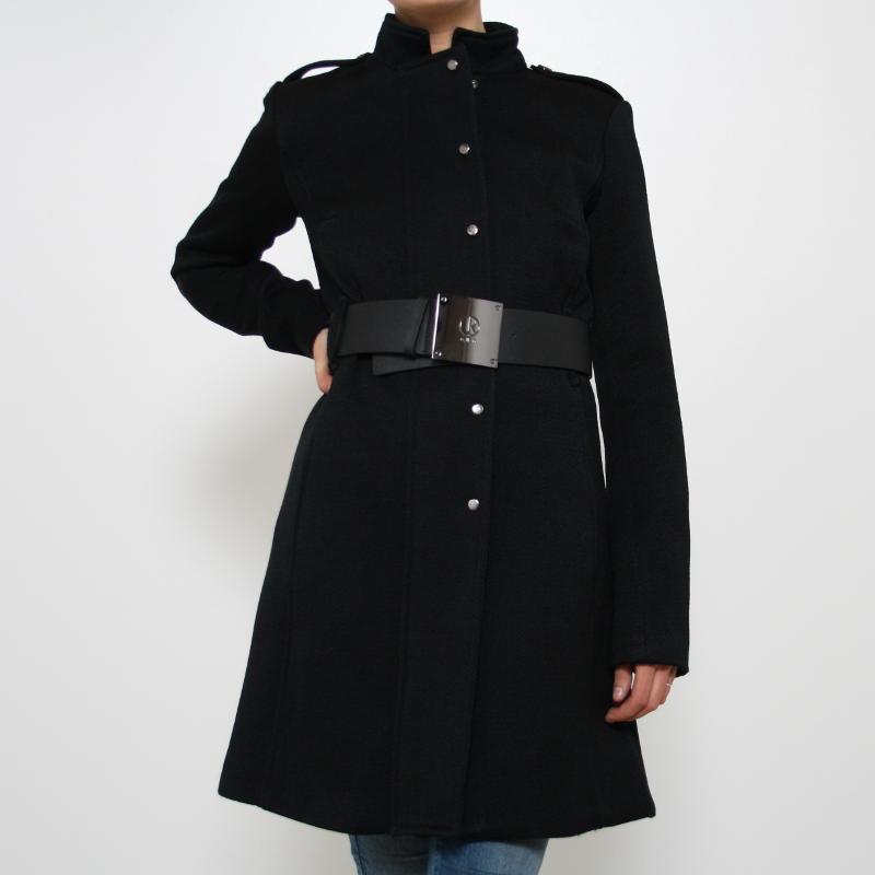 come-si-deve-vestire-una-donna-clessidra-in-inverno - Indossa cappotti che segnino il punto vita