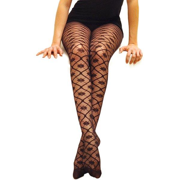 come-si-deve-vestire-una-donna-clessidra-in-inverno - No ai collant fantasia o con pattern geometrici