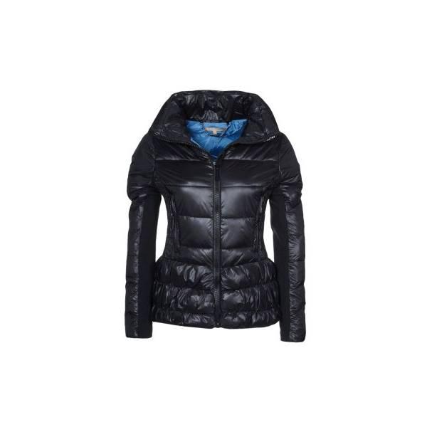 come-si-deve-vestire-una-donna-clessidra-in-inverno - Sì a giubbotti che segnino il punto vita